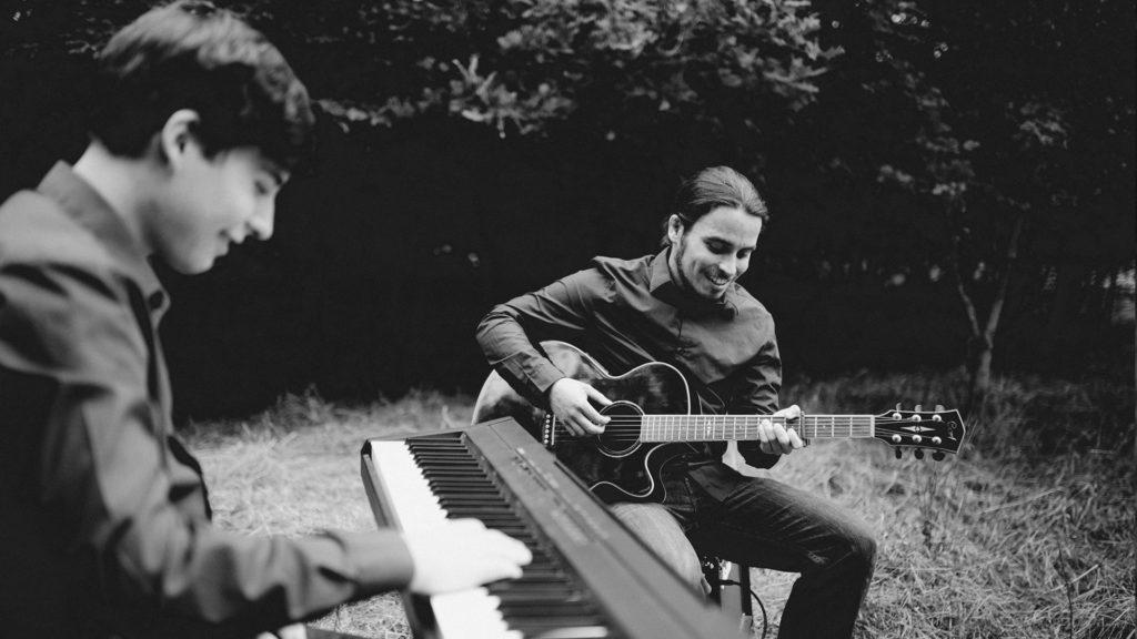 Männer mit Instrumenten